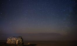 Melkweg over de Rots van de Paddestoel Royalty-vrije Stock Foto