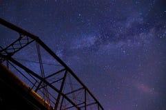 Melkweg over een Brug Royalty-vrije Stock Afbeeldingen