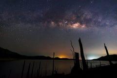 Melkweg over het Meer Stock Fotografie