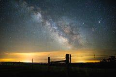 Melkweg over Landelijk Landschap royalty-vrije stock afbeeldingen