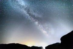 Melkweg over Meteora, Griekenland Stock Foto
