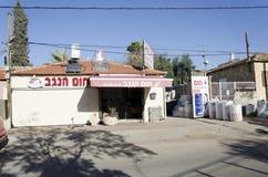 Mellanösten - öl-Sheva, Israel Februari 29, installationen av nya sol- företag Hom-Hanegev för vattenvärmeapparater Royaltyfria Foton