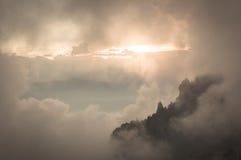 Mellan moln Arkivfoton