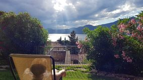 Mellan molnen och solen Royaltyfri Foto