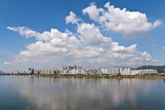 Mellan vatten och skyen Royaltyfri Bild