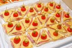 Mellanmål av små smörgåsar Royaltyfri Fotografi