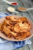 Mellanmål för ett parti, sunda chiper med en tortilla, nachos med sa Arkivbilder