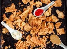 Mellanmål för ett parti, sunda chiper med en tortilla, nachos med sa Arkivfoto