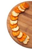 Mellanmål med peppar och oreganon på ett träbräde Royaltyfri Fotografi