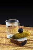 Mellanmål och drink arkivbild