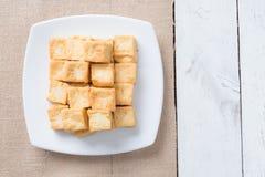 Mellanmål och efterrätt, kinesiska traditionella djupa Fried Tofu eller stekt Royaltyfria Foton