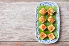 Mellanmål och efterrätt, kinesiska traditionella djupa Fried Tofu eller stekt Royaltyfri Fotografi