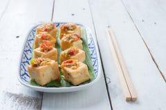 Mellanmål och efterrätt, kinesiska traditionella djupa Fried Tofu eller stekt Arkivbilder
