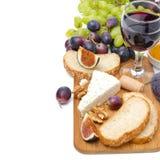 Mellanmål - ost, bröd, fikonträd, druvor, muttrar och ett exponeringsglas av vin Royaltyfri Bild