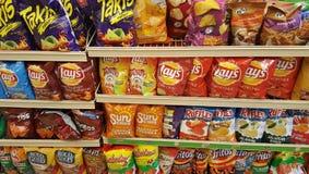 Mellanmålchiper på 7-Eleven Royaltyfri Foto