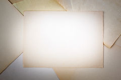 Mellanrum gulnat pappers- ark Arkivfoto