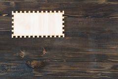 Mellanrum sniden ram på tappningträbakgrund Arkivfoto