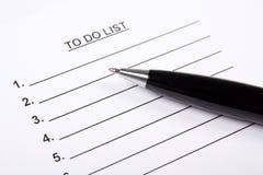 Mellanrum som gör listan och pennan Arkivbild
