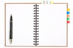 mellanrumet återanvänder anteckningsboken med pennan & bokmärken Royaltyfria Bilder