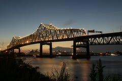 Mellanstatliga 10 som korsar Mississippiet River i Baton Rouge Royaltyfri Foto