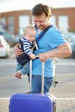 Mellersta ålderfader med hans son Royaltyfri Fotografi