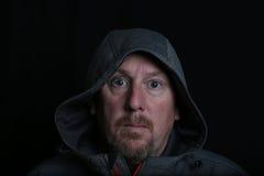 Mellersta ålderman i grått hoody royaltyfri bild
