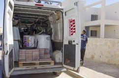 Mellersta öst Mitzpe Ramon, Israel, den Hom-Hanegev för bilföretag installationen av sol- vattenvärmeapparater och arbete med teg Arkivbild