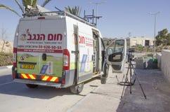 Mellersta öst Mitzpe Ramon, Israel Februari 29, installationen av nya sol- företag Hom-Hanegev för vattenvärmeapparater Arkivbilder