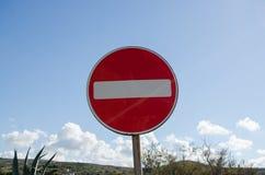 Mellieha Malta, 30 december 2018 - inget tillträdestraficctecken arkivfoto