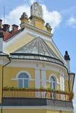 Melnik Tjeckien Ett fragment av byggnaden av tingsrätten med vapenskölden av Tjeckien Arkivfoton