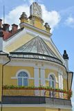 Melnik, Tsjechische republiek Een fragment van de bouw van Arrondissementsrechtbank met het wapenschild van de Tsjechische Republ Stock Foto's