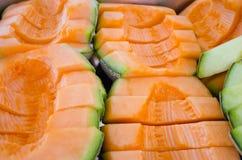 Melo de Cucumis ou séries de melon dans le plateau en acier (d'autres noms sont biseautés Images libres de droits