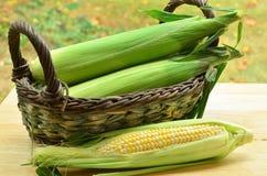 Melocotones y maíz poner crema Imágenes de archivo libres de regalías