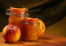 Melocotones y mermelada de naranjas Fotos de archivo libres de regalías
