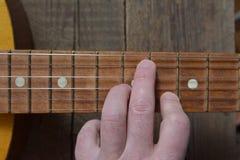 Melodi av en gammal tappninggitarr Arkivfoton