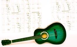 Melodie nuove di prova con la chitarra Immagine Stock Libera da Diritti
