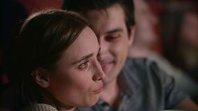 Melodrama de observação da mulher com noivo Filme de observação dos pares novos filme
