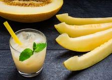 Meloen en sap van de meloen op een lijst Royalty-vrije Stock Foto