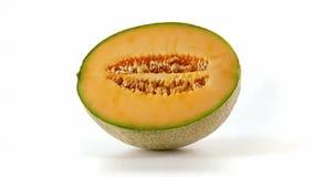 Meloen in half zijaanzicht wordt gesneden dat stock video