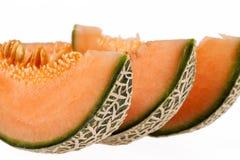 Meloenkantaloep op witte achtergrond wordt geïsoleerd die Stock Foto's