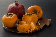 Melograno e frutta delle fette del cachi Immagini Stock Libere da Diritti