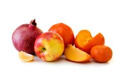 Melograno e frutti isolati sul bianco Fotografie Stock