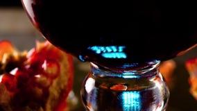 Melograno e succo del melograno con ghiaccio archivi video