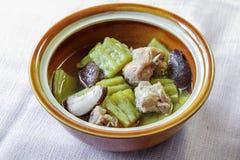 Melon amer avec la nervure et le champignon de porc en soupe claire Images libres de droits