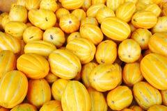 Melon coréen jaune (melon chinois) en vrac à un marché chinois photos libres de droits