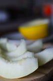 Melon coupé en tranches frais Image stock