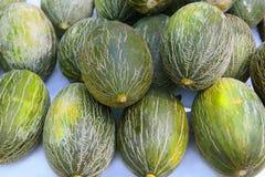 Melon de Piel de Sapo le père noël empilé   Photographie stock