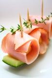 Melon de roche enveloppé par jambon Image stock