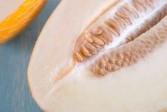 Melon frais sur une table en bois Images stock