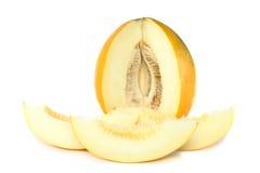 Melon mûr avec découpé en tranches au-dessus du blanc. D'isolement Photographie stock libre de droits
